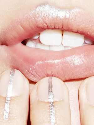 We're Obsessed With '90s-esque Metallic Lips—Hear Us Out