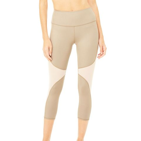 High-Waist Coast Capri Leggings in Gravel Glossy/Rich Sand