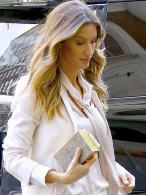 Gisele Bündchen Wore a White Pantsuit to Receive a Major Award