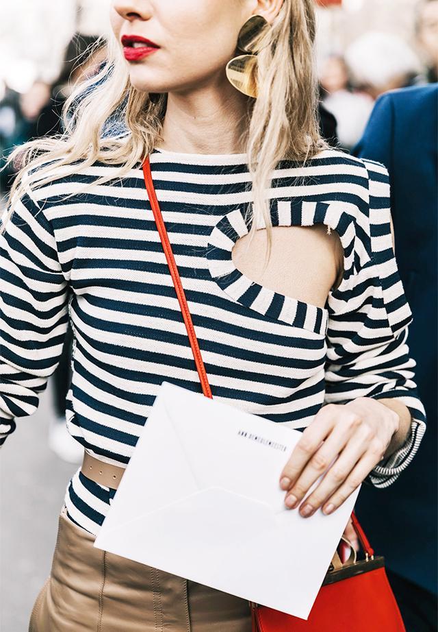 red lipstick stripes street style