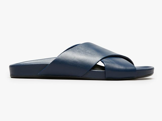 Everlane The Form Crossover Sandal in Navy