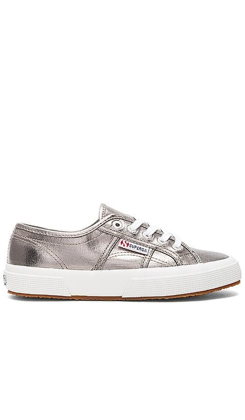 Sneaker in Metallic Silver