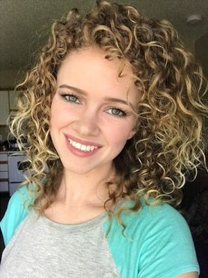 20,000 People Are Losing It Over This Woman's Curly-Hair Transformation
