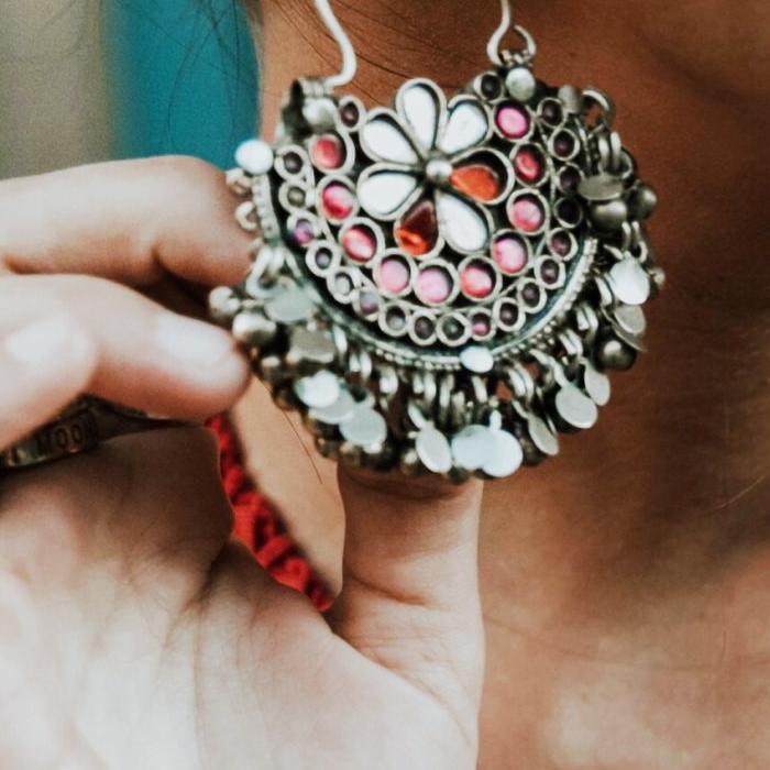 Wedding earrings: Collage Vintage wearing oversized earrings