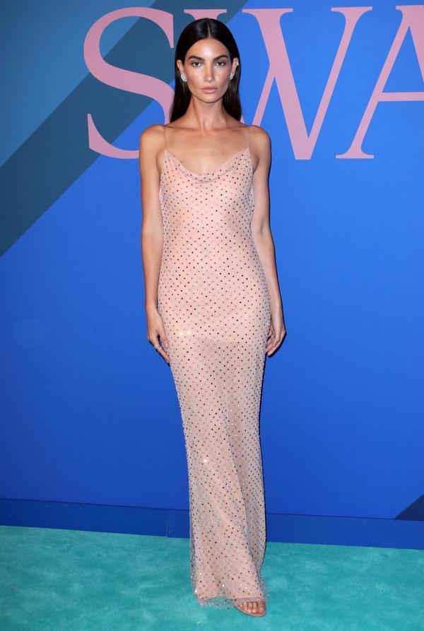 WHO:Lily Aldridge WEAR:Jason Wu dress; Gianvito Rossi shoes; Ana Khouri jewelry.