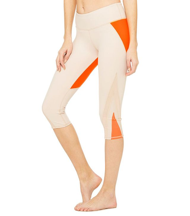 Alo Yoga Range Capri in Buff Glossy/Neon Lilly