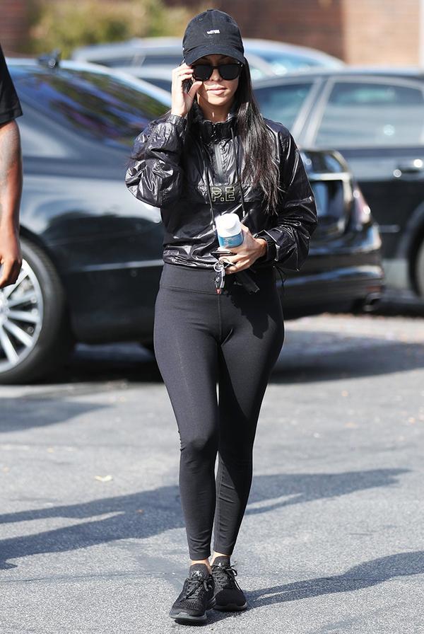 kourtney kardashian legging outfit