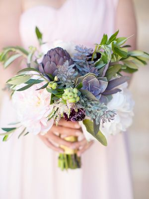 Psst… Every Bride Should Know About These Flower Arrangement Ideas
