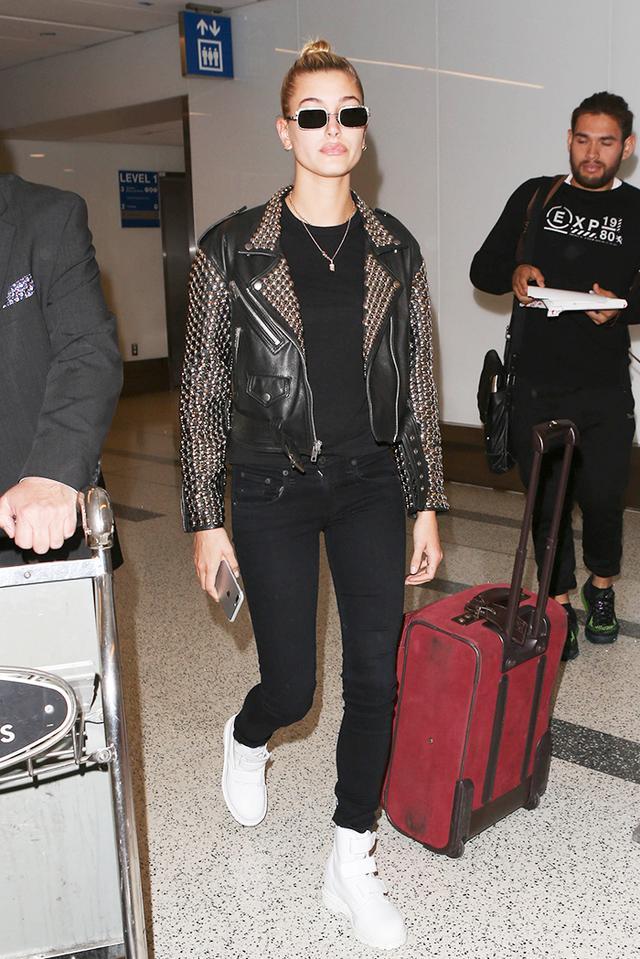 airport style Hailey Baldwin