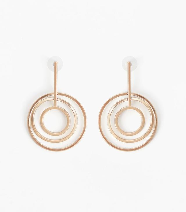 Intertwined hoop earrings