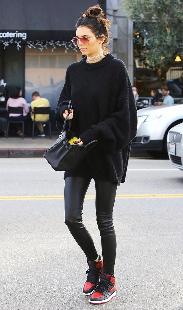 Kendall jenner wearing leggings and black sneakers
