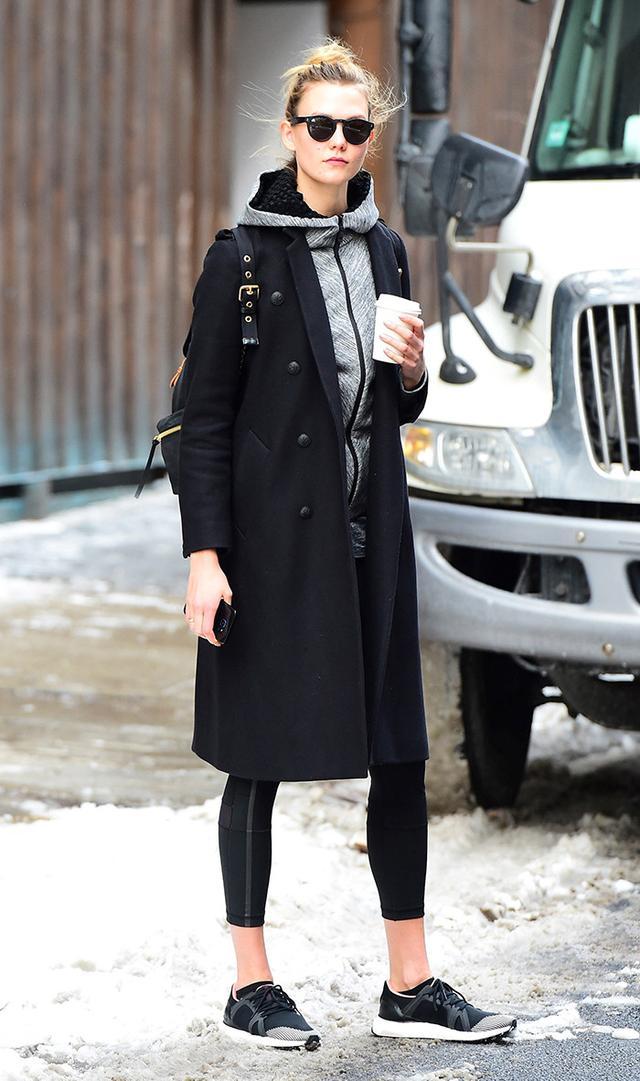 karlie kloss wearing leggings and black sneakers