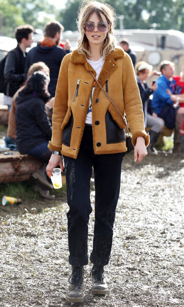 Campbellchannels a '70s vibe with a shearling jacket, tinted sunglasses, and awispy fringe.