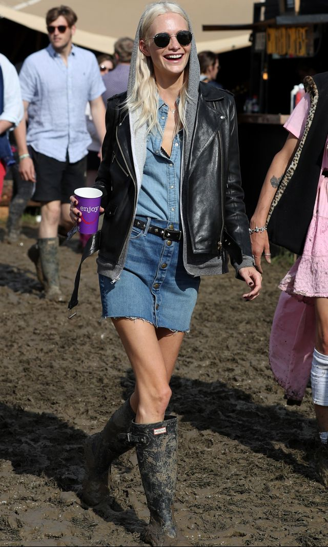 Delevingneditches the shorts for a button-front skirt and opts for the double denim look with a chambray shirt.