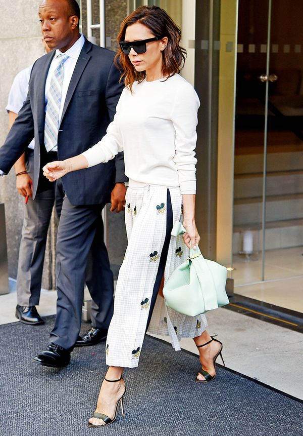 Victoria Beckham style: Plain Accesories Pay Off