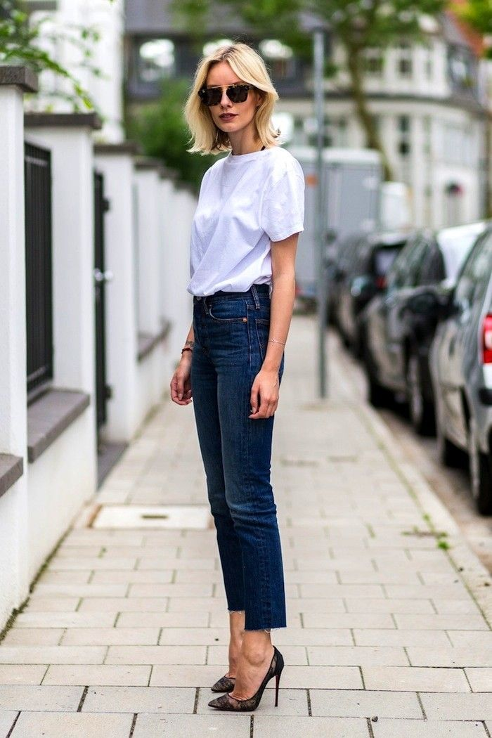 How to dress up a white tee and jeans: classic straight cut and heels