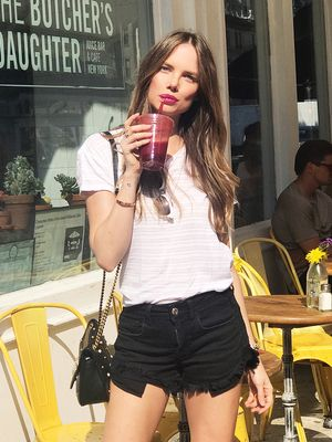 This Is What a Model and Nutritionist Eats for Healthy, Glowing Skin