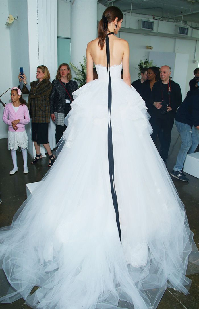 Bridal trends: Black ribbon white gown