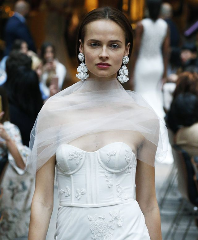 bridal-trends-228739-1499268799647-image.640x0c.jpg (640×774)