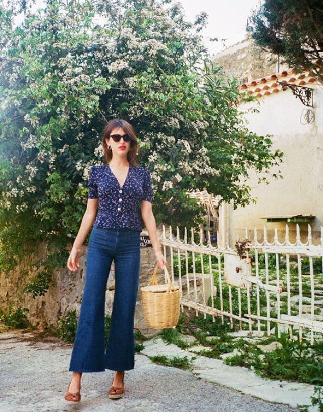 When visiting Paris, we advise you to thinkWhat would Jeanne Damas do? While Paris might make you think of Carrie Bradshaw spinning in mille-feuille dresses, in reality, it's a casual city...