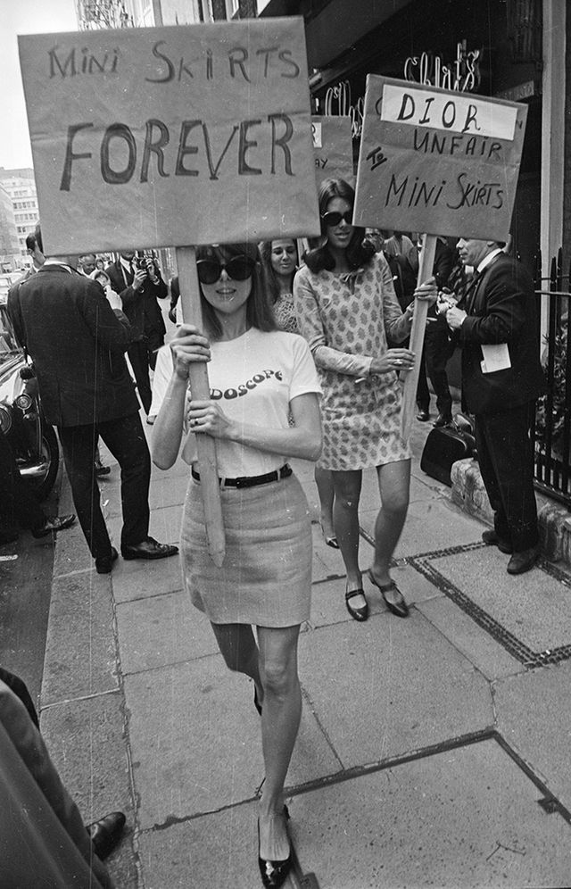 60s fashion miniskirts