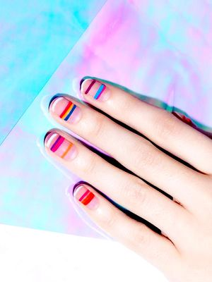 A Minimalistic Manicure for Every Zodiac Sign
