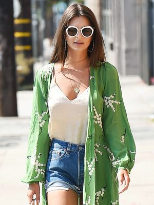 Emily Ratajkowski Knows the Best Summer Styling Hack