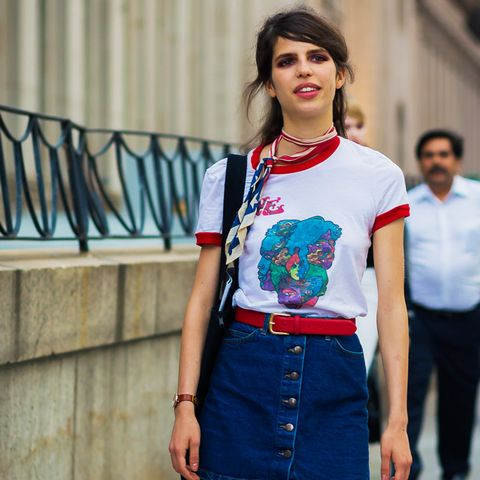 Tomboy chic outfits: denim skirt and ringer tee