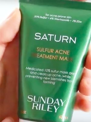 Breaking: This Alien-esque Green Mask Promises Clearer Skin Overnight