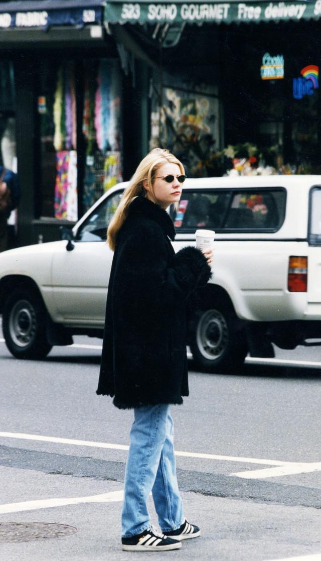 Gwyneth Patrow '90s style:  Adidas Gazelles and jeans