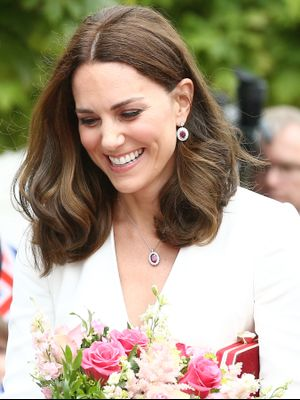 Kate Middleton Accepts Flowers From Adorable Kids, Looks Flawless While Doing So