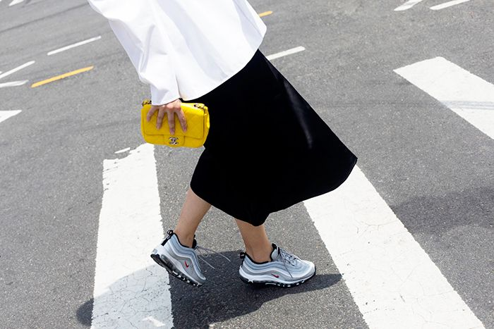 How to Wear Nike Air Max Sneakers   Who