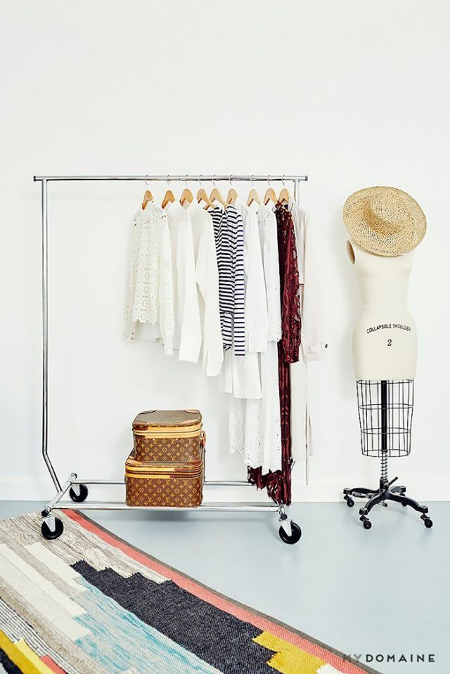 STYLE A CLOTHING RAIL