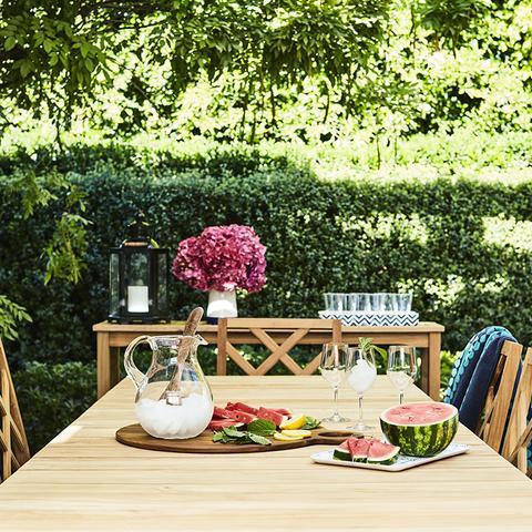 Step Inside Mindy Kaling's Stunning Backyard