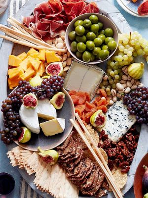 Here's How to Make a 10-Minute Cheese Board Worthy of the 'Gram