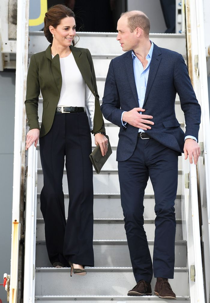 Kate Middleton style: a green blazer and wide-leg trousers