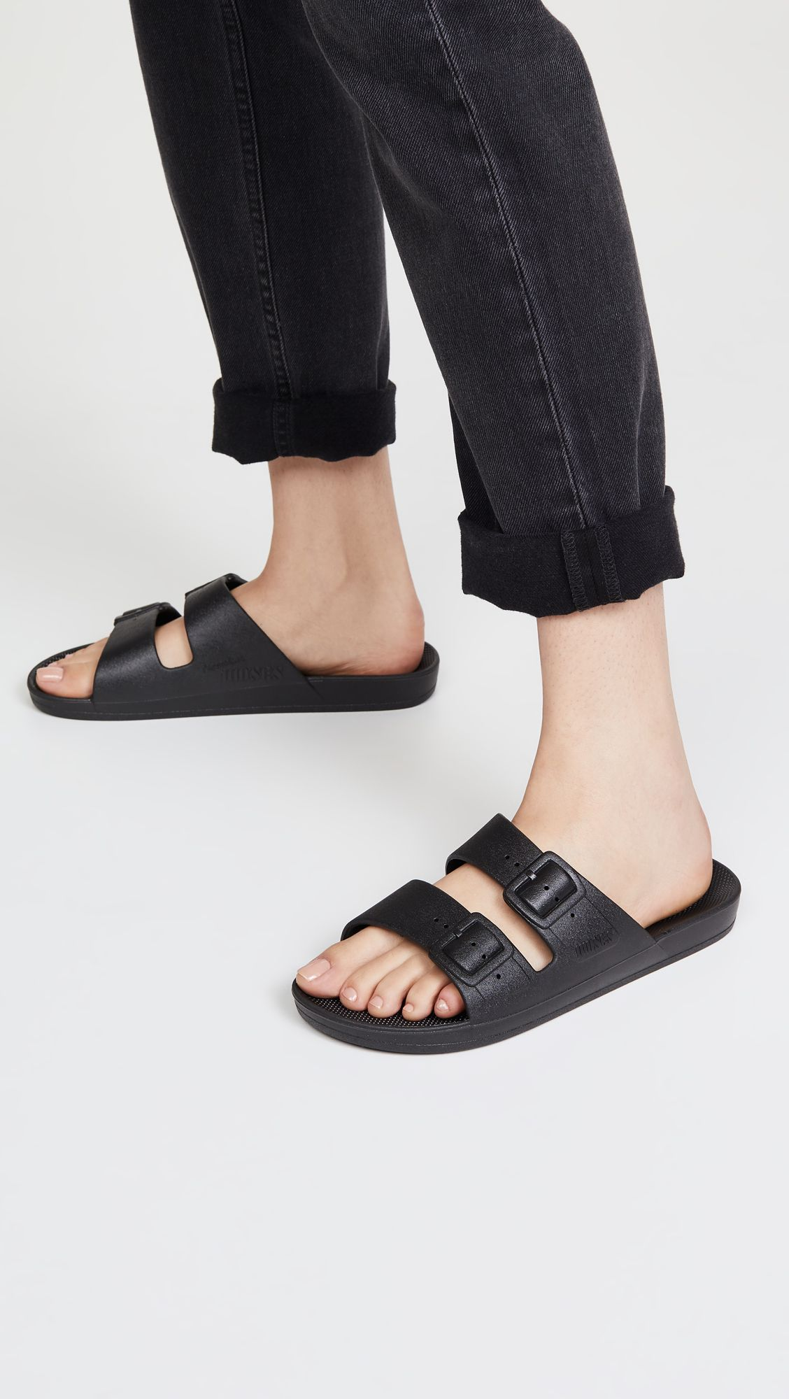 Huge Packing Mistake: These Shoes - worst shoes to pack 231259 1628540450116