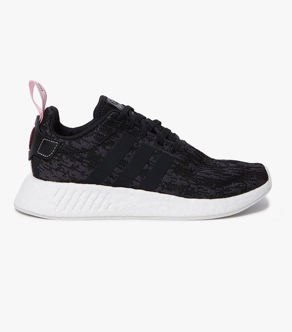 NMD R2 in Black/Pink