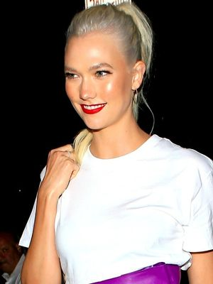 Karlie Kloss Wore a $30 T-Shirt With Naked Heels
