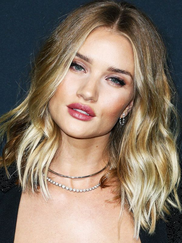 Shoulder-Length Hairstyles: Rosie Huntington-Whiteley With Loose Waves