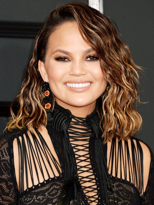 Shoulder-Length Hairstyles: Chrissy Teigen With Textured Curly Hair