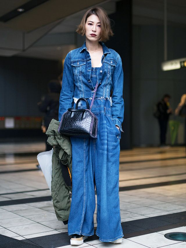 This denim jumpsuit look requires few additional accessories to make a statement. If you look closely, you'll see that it's actually a pair ofwide-leg overalls topped off with a matching...