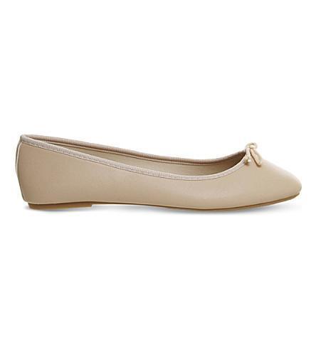 Foot step ballet flats