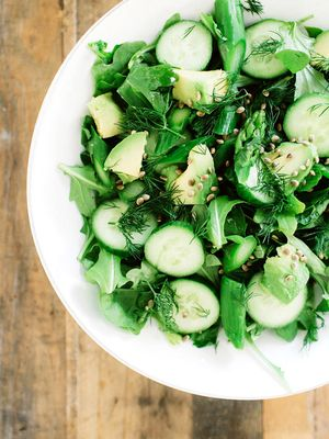 This Is Kelly LeVeque's #1 Anti-Inflammatory Detox Salad (and It's Delicious)