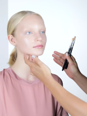 This Australian Makeup Artist Shows Us How to Create a Bronze Look on Fair Skin