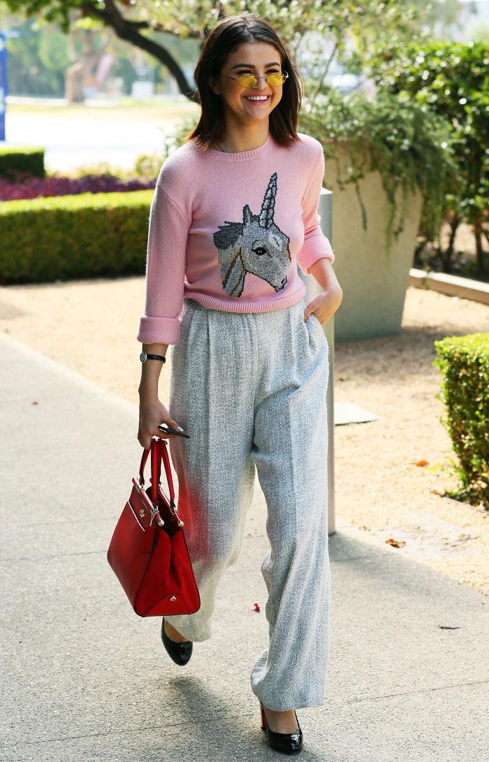Selena Gomez pink unicorn jumper