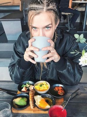 No Bullsh*t—VS Models Tell Us What They Really, Truly Eat in a Day