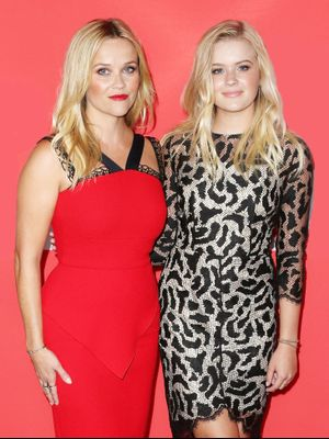 Reese Witherspoon and Daughter Ava Look Like Sisters in This Uncanny New Photo