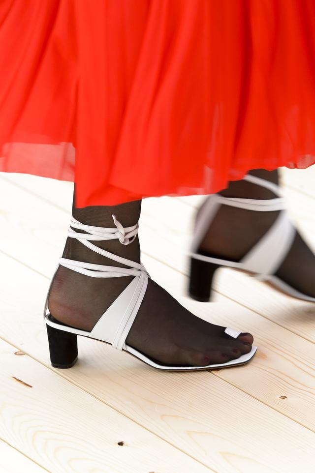Spring Shoe Trends 2017 Toe Sandals