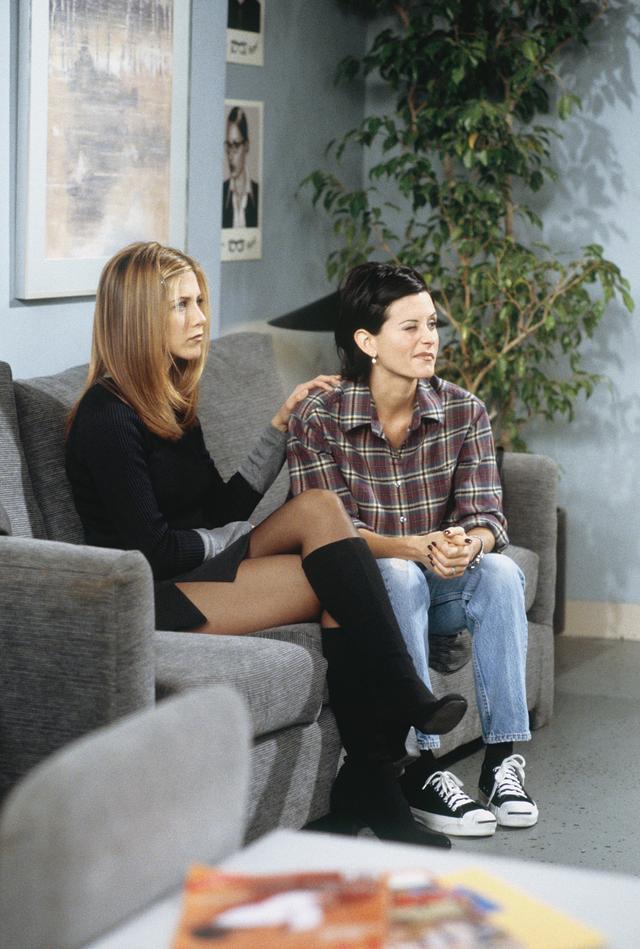 Rachel Green style: knee-high boots
